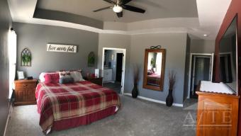 Master Bedroom w/ 10' tray ceiling
