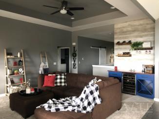 Main Living Room w/ 11' ceilings